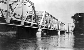 Photo---Bridge---Ellaville---Hillman-Bridge-Flooding---1928