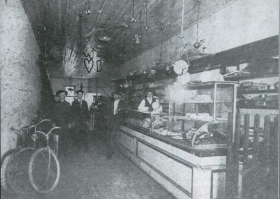 Photo---Live-Oak---Bothwell-Electric-Store---Early-1900s