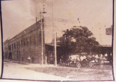 Photo---Live-Oak---Farmers-Hardware-on-NE-corner-of-Howard-and-Pine-or-Conner-and-Ohio---Early-1900s