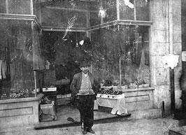 Photo---Live-Oak---Fleet's-Behind-Commercial-Bank---Owner-Jacob-Fleet-in-Front---1910