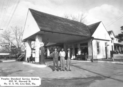 Photo---Live-Oak---Peeples-Standard-Oil-Service-Station-on-West-Howard---1940s