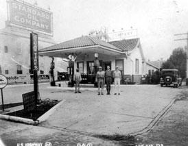 Photo---Live-Oak---Standard-Oil-Service-Station-on-NE-Corner-of-Piedmont-and-Ohio---1930s