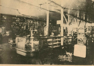 Photo---Live-Oak---Suwannee-Hardware-Company-Interior---1908 (1)