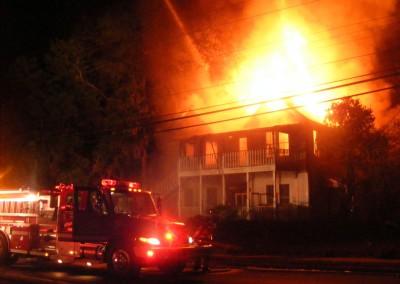 Photo---Live-Oak---White-House-on-East-Duval---2009---November-18---Burning