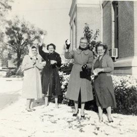 Photo---People---Live-Oak---Courthouse---Frances-Skipper,-Geraldine-Marable,-Laura-Hearn-&-Helen-Cribbs---Snow---1958