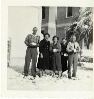 Photo---People---Live-Oak---Courthouse---Hub-Gray,-Geraldine-Marable,-Helen-Cribbs,-unknown-and-Curtis-Harrell---Snow---1958