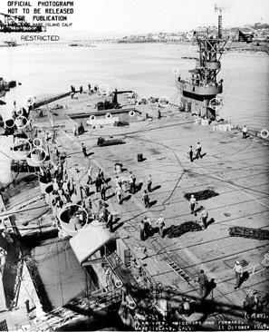 Photo---Ship---U.S.S.-Suwannee-(CVE-27)---Undergoing-Modifications---1943